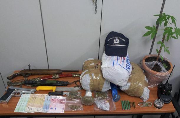 ΚΑΣΤΟΡΙΑ – Δύο συλλήψεις στο Άργος Ορεστικό, συνελήφθη 35χρονος και 29χρονη διότι πουλούσαν ναρκωτικά – Επίσης κατασχέθηκαν όπλα, σπαθιά και μαχαίρια