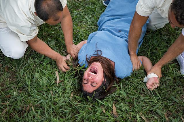 Carol Castro como a policial científica Paula