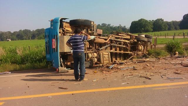 Grave acidente entre ônibus e caminhão deixa vários feridos na BR 421 em Ariquemes