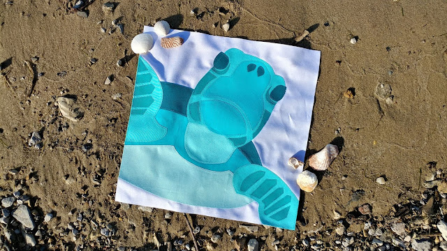 Sea Turtle quilt block made with Kona aqua and teal solids and Aurifil thread