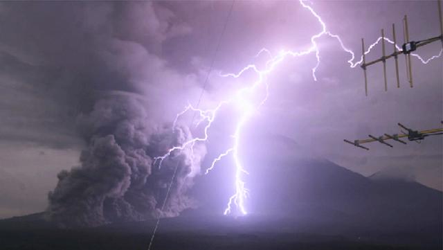 ALLAHU AKBAR! Gunung Semeru Meletus, Luncuran Awan Panas Capai 3 Ribu Meter