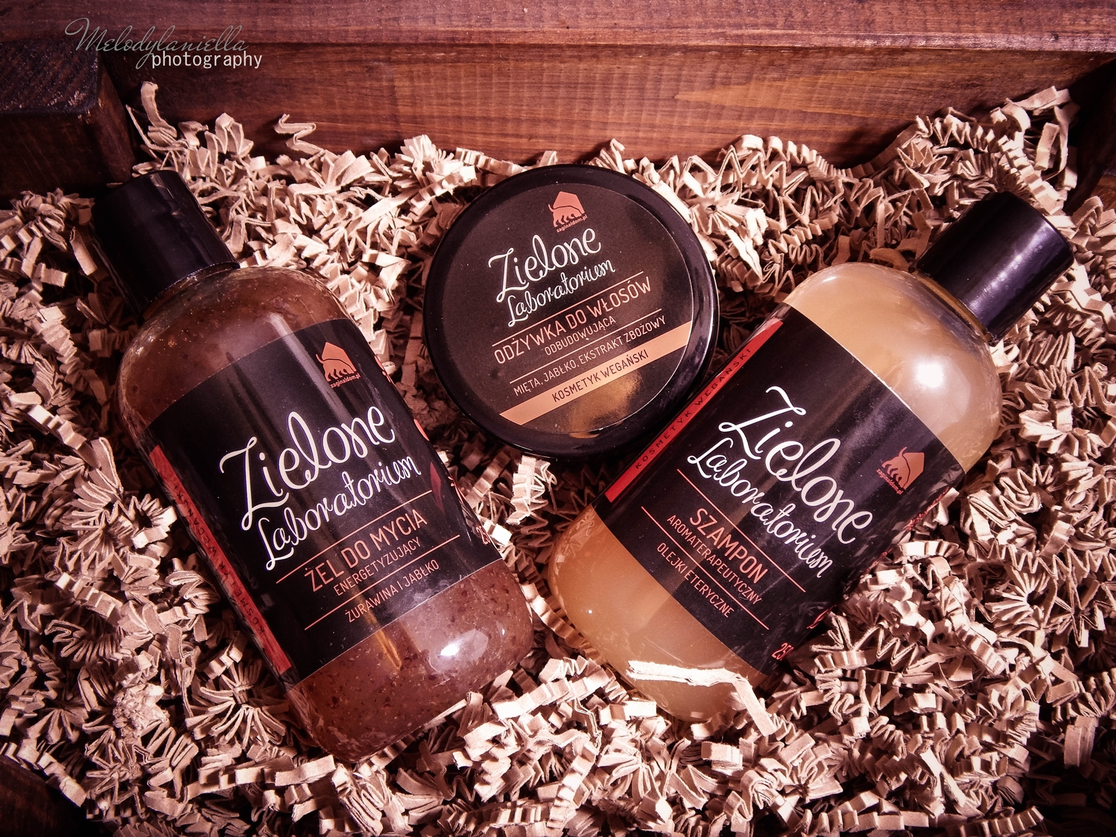 zielone laboratorium odżywka do włosów odbudowująca kosmetyki wegańskie żel do mycia szampon aromaterapeutyczny kosmetyki o mocnych zapachach olejki eteryczne kosmetyki naturalne melodylaniella zel