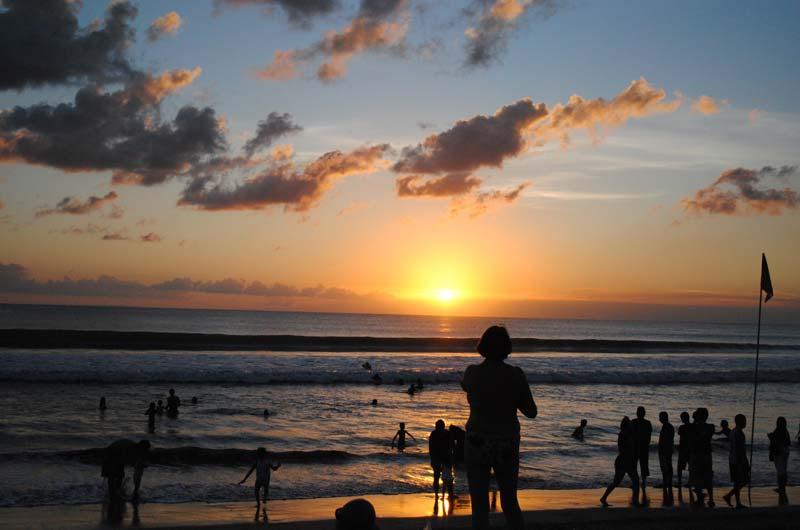 Aktivitas Liburan di Pantai Seminyak Bali