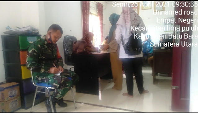 Kemanunggalan TNI-Rakyat, Personel Jajaran Kodim 0208/Asahan Laksanakan Komsos Dengan Perangkat Desa
