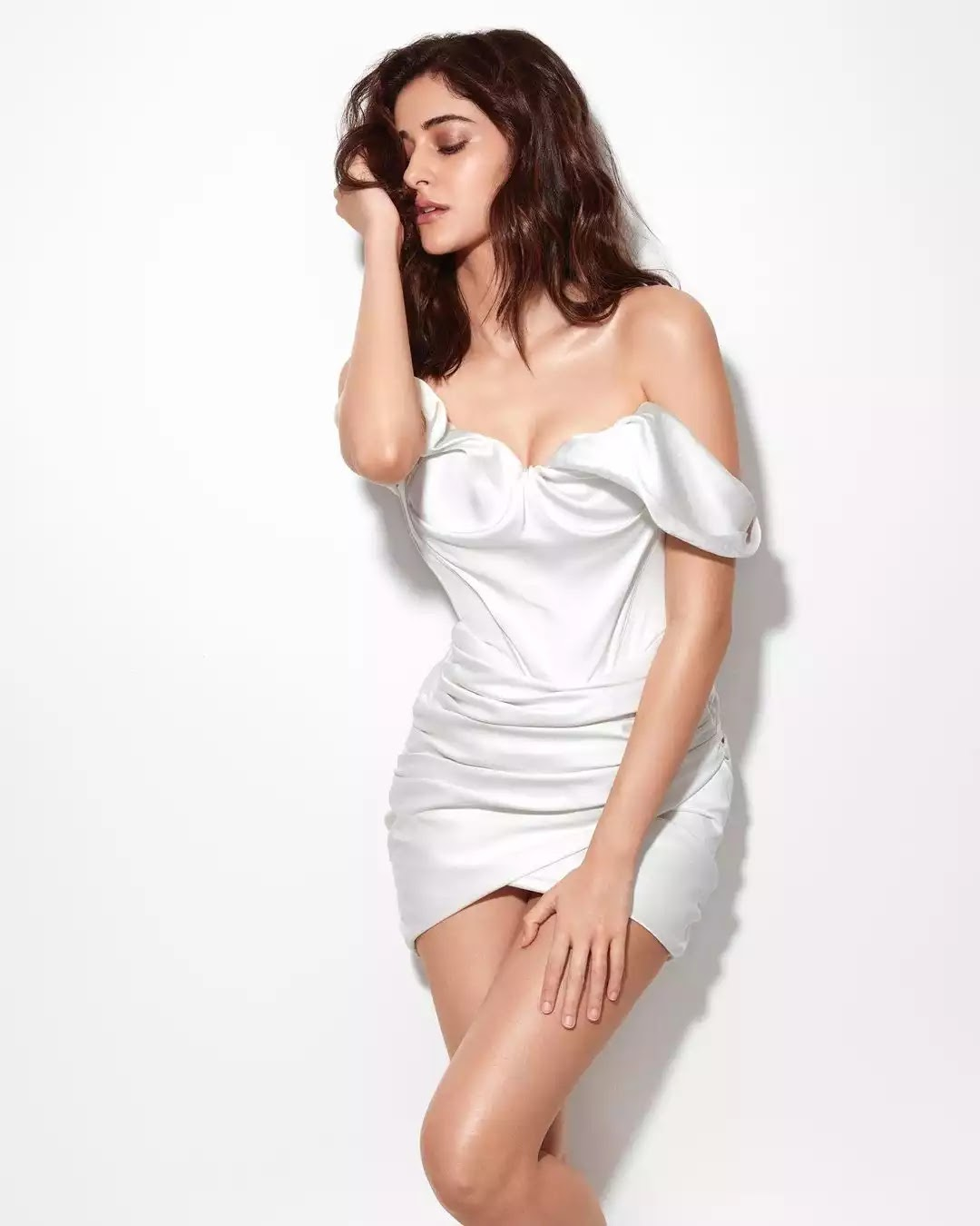 ananya-panday-hot-sexy-looks-in-white-off-shouldered-short-dress