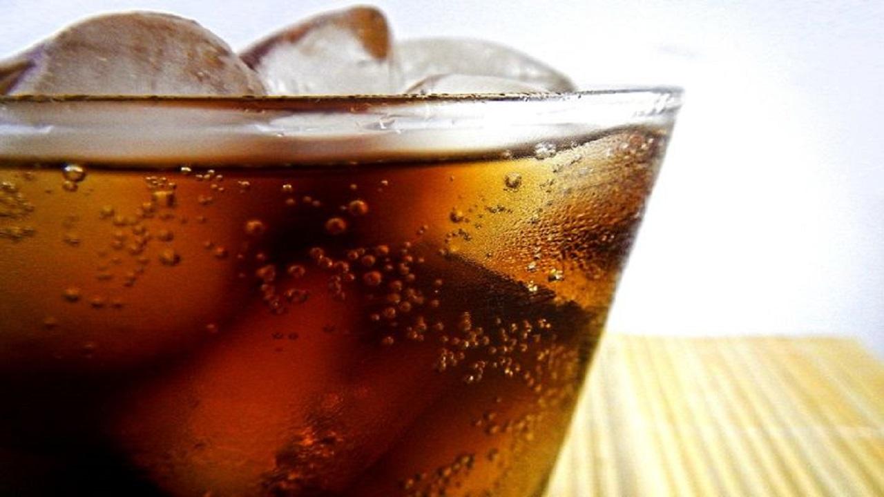 Jangan Sampai Nyesel, Ternyata Orang di Atas Usia 40 Tahun Dilarang Keras Minum Soda, Akibatnya Parah Bagi Kesehatan!