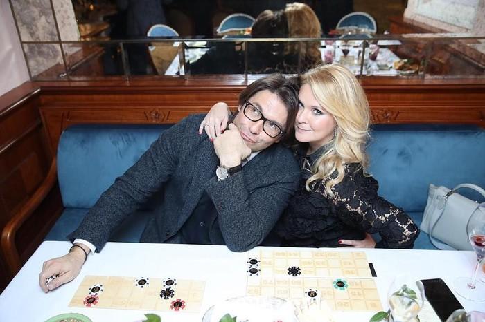 Pasangan Ini Suka Sekali Pamer Barang Mewah dan Ternyata!