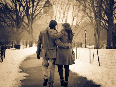 Resultado de imagen para pareja caminando por las calles
