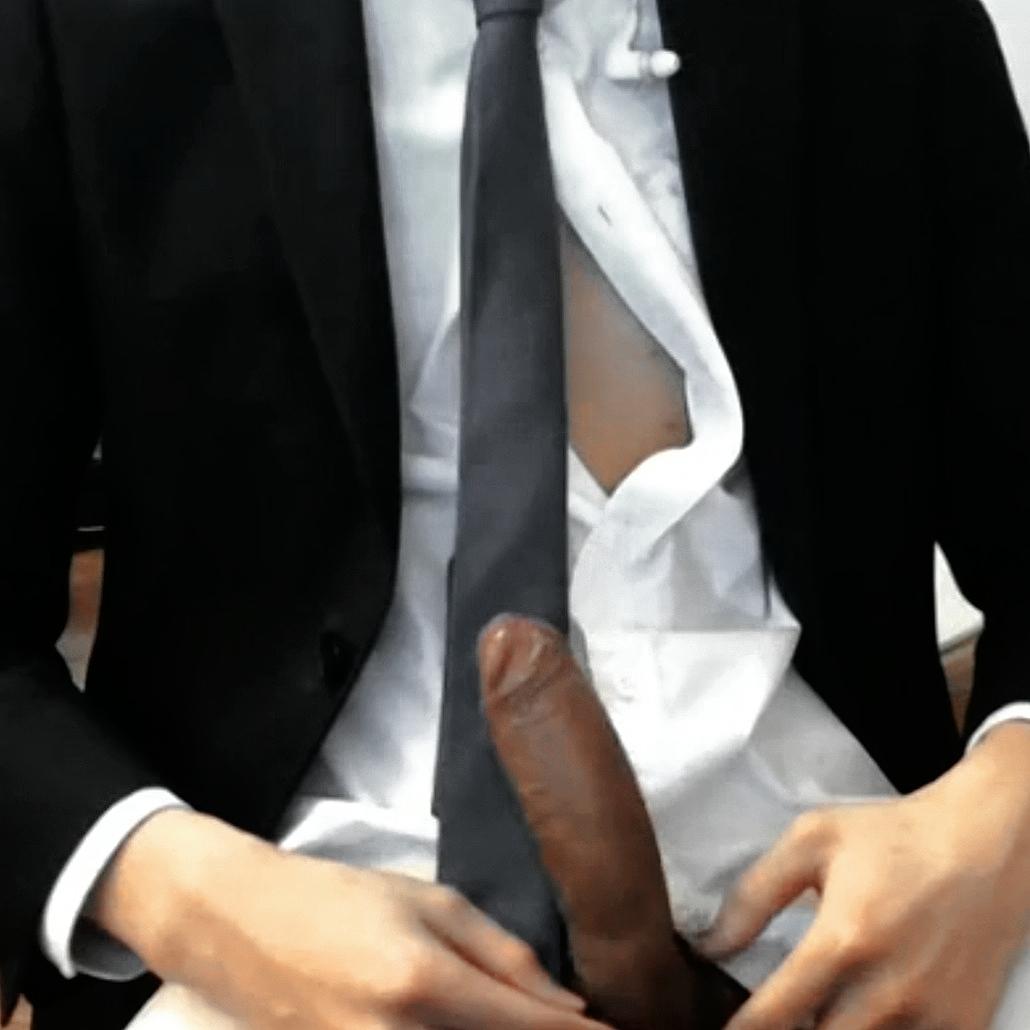 Tìm người mặc vest hay quần tây đen sơ mi trắng sục chung