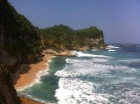 Keindahan Pantai Banyu Tibo Pacitan Jawa Timur