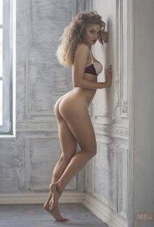 Naughty Lady - Petr%2BChernysh-HlHH8N0vSmg.jpg