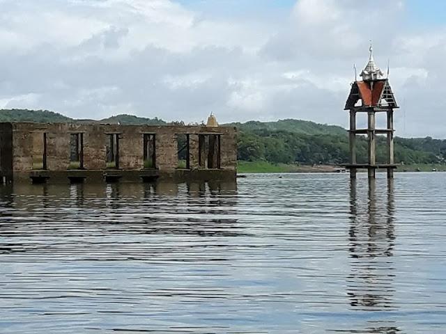วัดวังก์วิเวการามหลังเก่า ตั้งแต่ตุลาคม - มกราคม เป็นช่วงที่น้ำขึ้นมาก จึงทำให้น้ำท่วมจนเป็นเมืองบาดาล