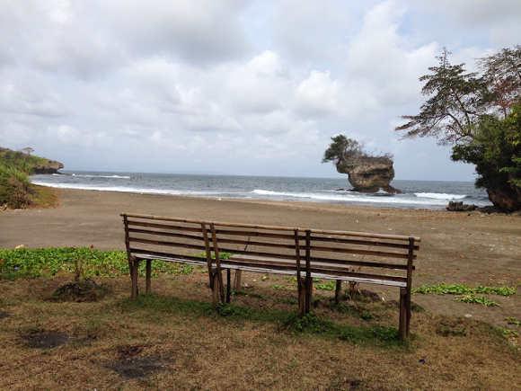 Melepas Penat di Pantai Madasari