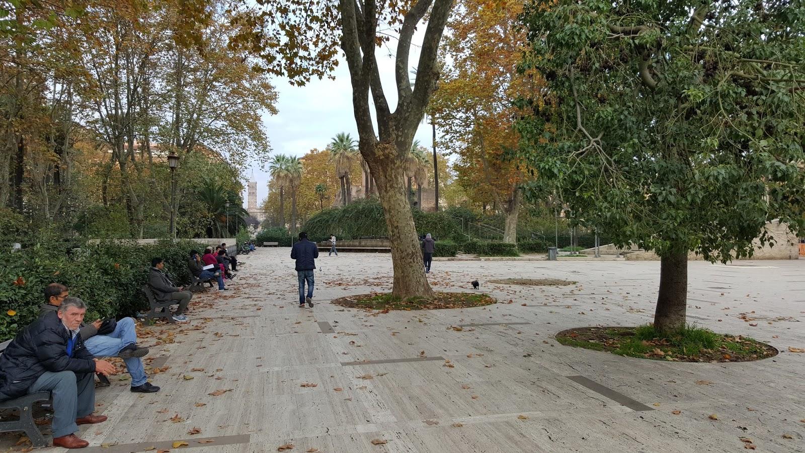 Progettare Il Giardino Da Soli : Roma fa schifo: video. 3 milioni per piazza vittorio. ma al giardino
