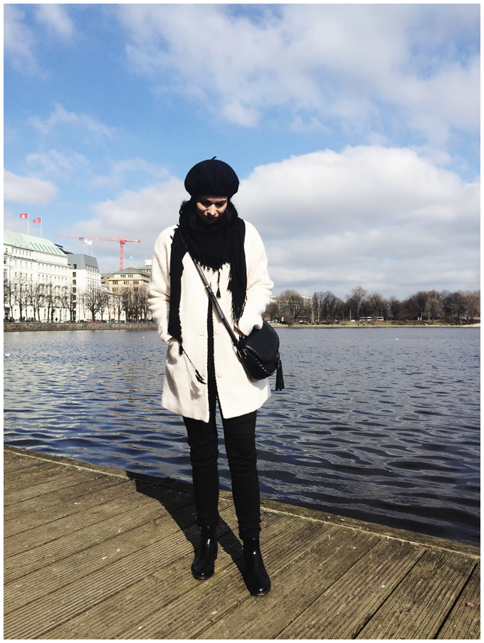 spring outfit | vintage | accessorize navy beret, accessorize black tassel bag | more details on my blog http://junegold.blogspot.de | life & style diary from hamburg | #outfit #vintage #accessorize #navy #black