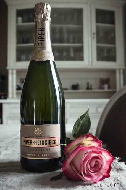 Valentinstag, Champagner, Frühstück