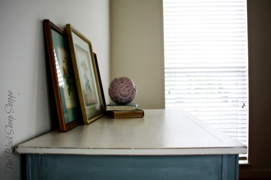 The top of the desk is painted in Pure White chalk paint.