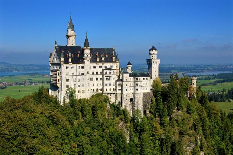 Neuschwanstein Castle terunik di dunia