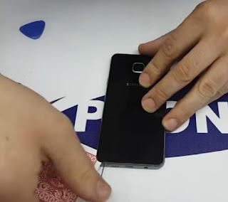 Cara ganti baterai samsung a3, a5