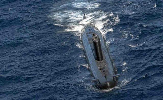 Submarino Tramontana en superficie (AE)