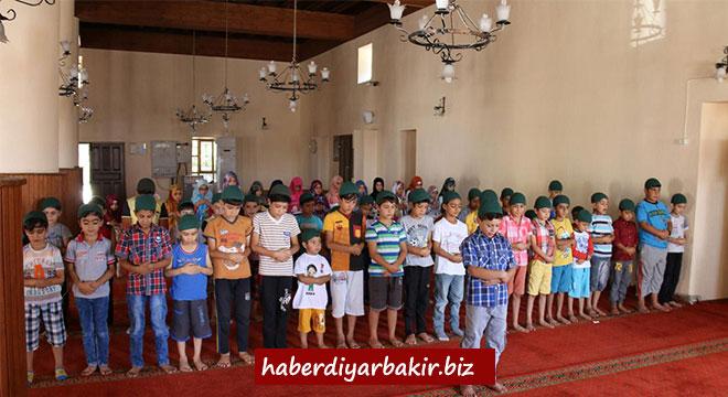 Diyarbakır Ergani'de çocuklara namaz eğitimi verildi