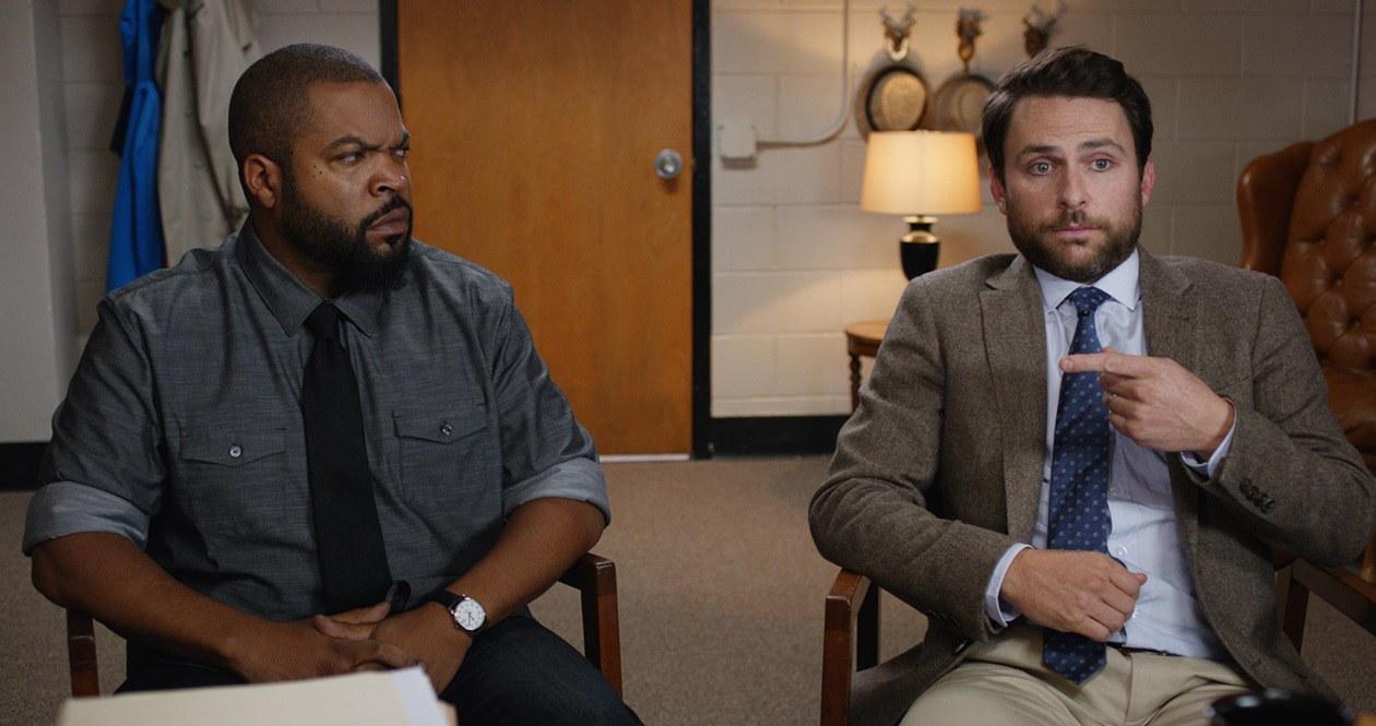 """Veja Ice Cube e Charlie Day no trailer da comédia """"Te Pego na Saída"""""""