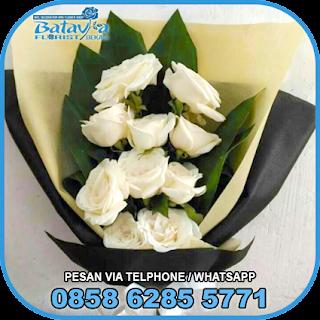 toko-bunga-tangan-bekasi-karangan-bunga-tangan-hand-bouquet-buket-wisuda-pengantin-pernikahan-mawar-matahari-di-bekasi-03