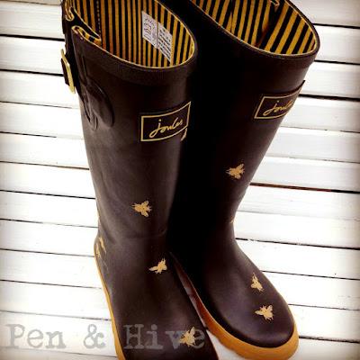 bee rain boots