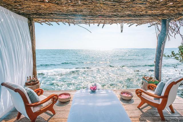 Campuchia còn sở hữu những hòn đảo hoang sơ, chưa có bàn tay khai phá của con người. Điển hình là ốc đảo Song Saa, nơi sở hữu khu nghỉ dưỡng biệt lập sang chảnh chẳng kém gì thiên đường Maldives nổi danh khắp thế giới đang được du khách check-in rầm rộ thời gian gần đây.