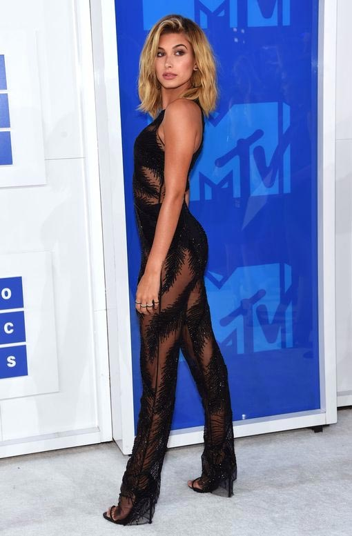 All celebrity photos from the red carpet of 2016 MTV #VMAs