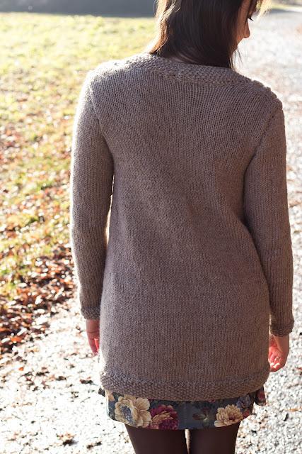 Lange Strickjacke mit Zopfmuster selber stricken - kostenlose Anleitung - Jacke selber machen - Kleidung selber stricken - Long Cardigan Free Knitting Pattern German - DIY - handmade - 05