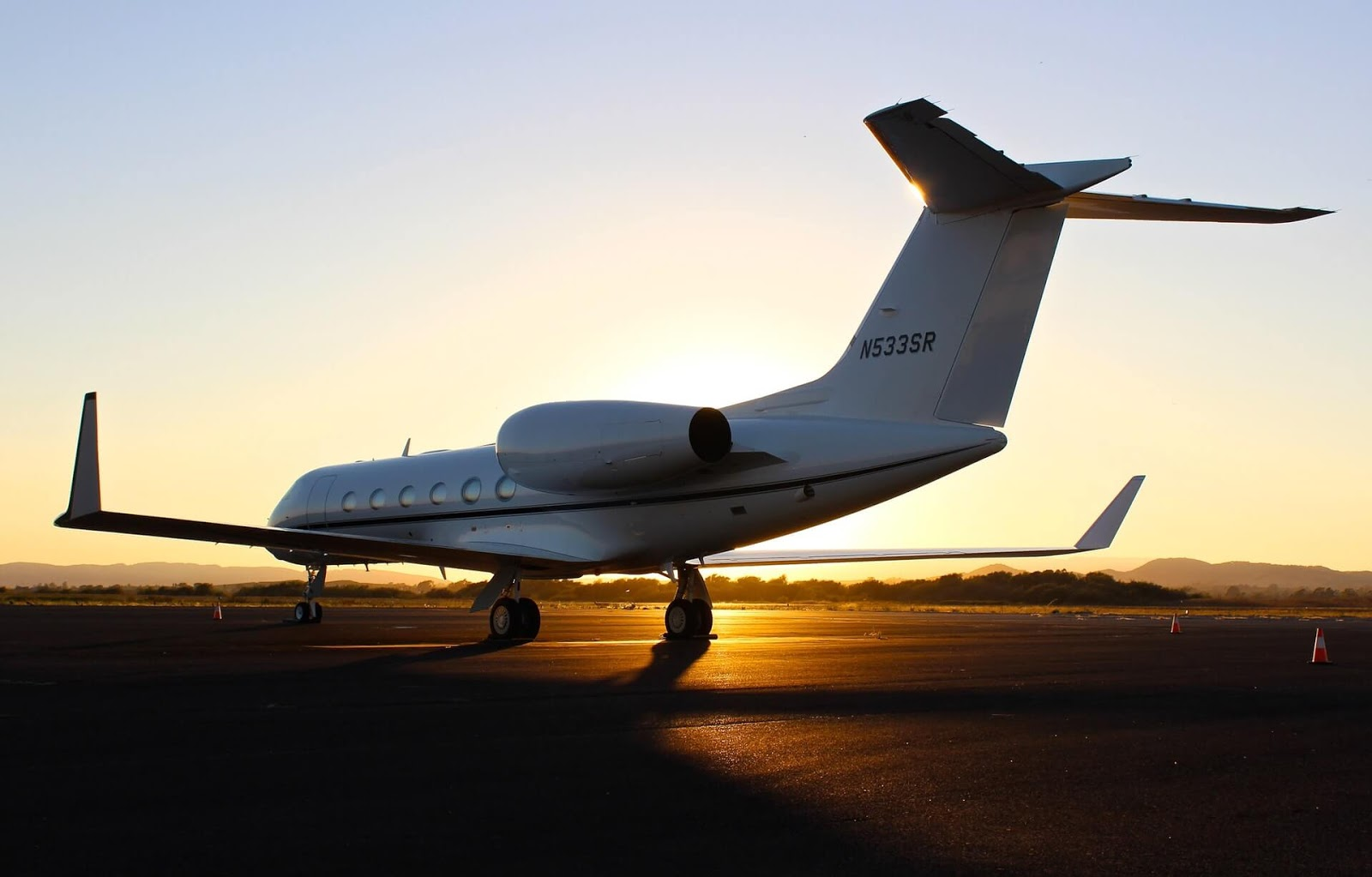 Need to Hire a Private Jet? Here's What You Need to Know