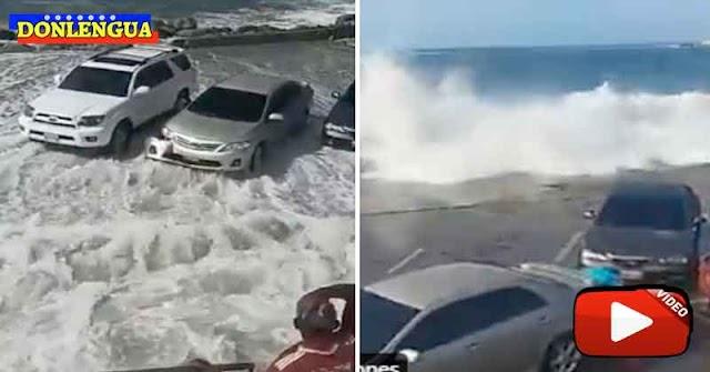 Vehículos fueron arrastrados por las olas en Puerto Cabello