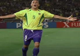البرازيلى رونالدو يحتفل بعد تسجيل هدف