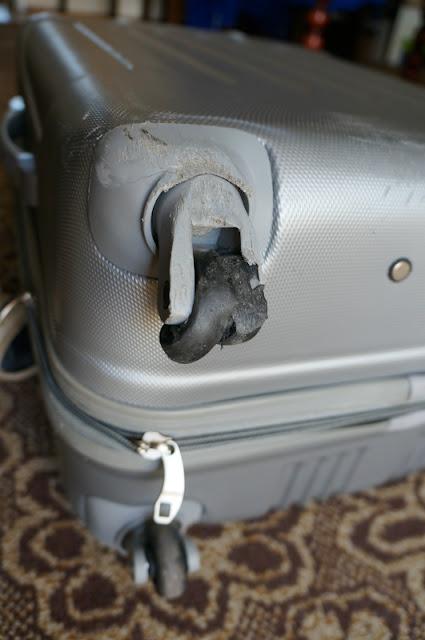 zepsuta walizka