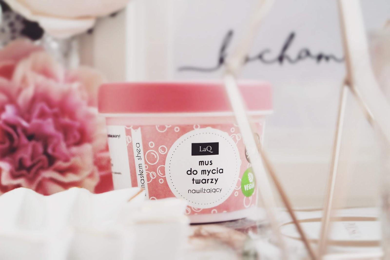 LaQ  ➤ Nawilżający mus do mycia twarzy z masłem shea