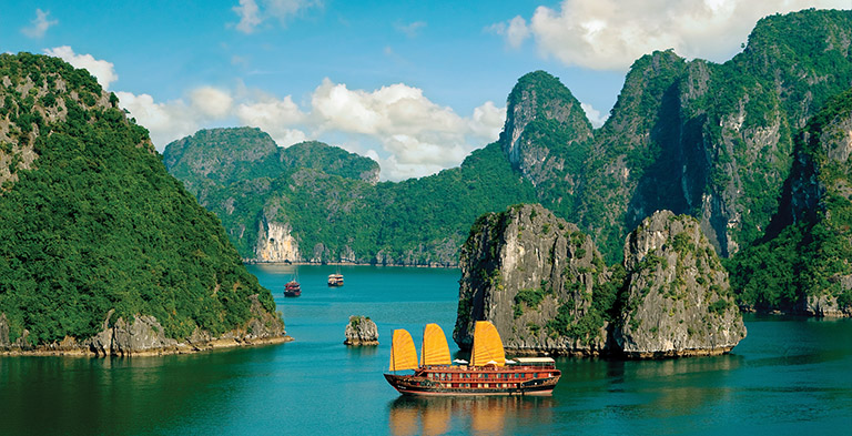Vietnam, Hạ Long Bay Natural Attraction