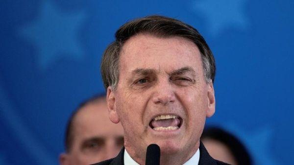 Bolsonaro niega interferencia política y ataca a periodistas