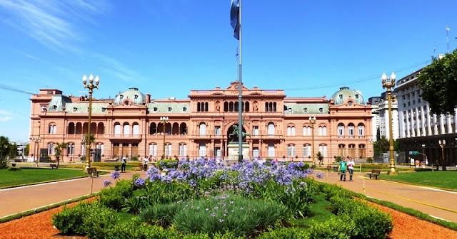 Plaza de Mayo em Buenos Aires no mês de fevereiro