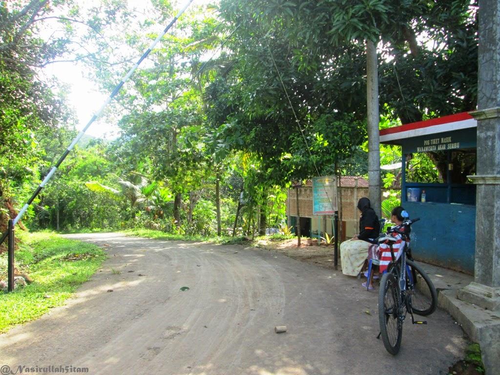 Portal memasuki tempat wisata Akar Seribu, Plajan, Jepara