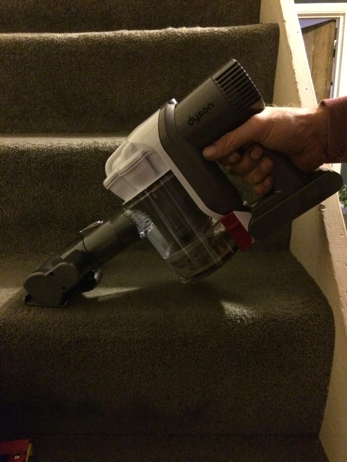 Dyson DC43H Mattress cleaning stairs
