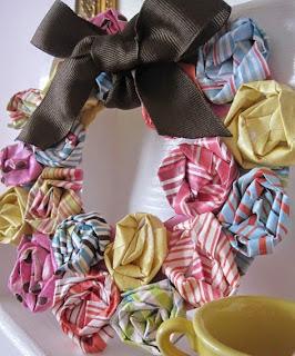 http://www.guiademanualidades.com/corona-primaveral-con-flores-de-papel-30659.htm