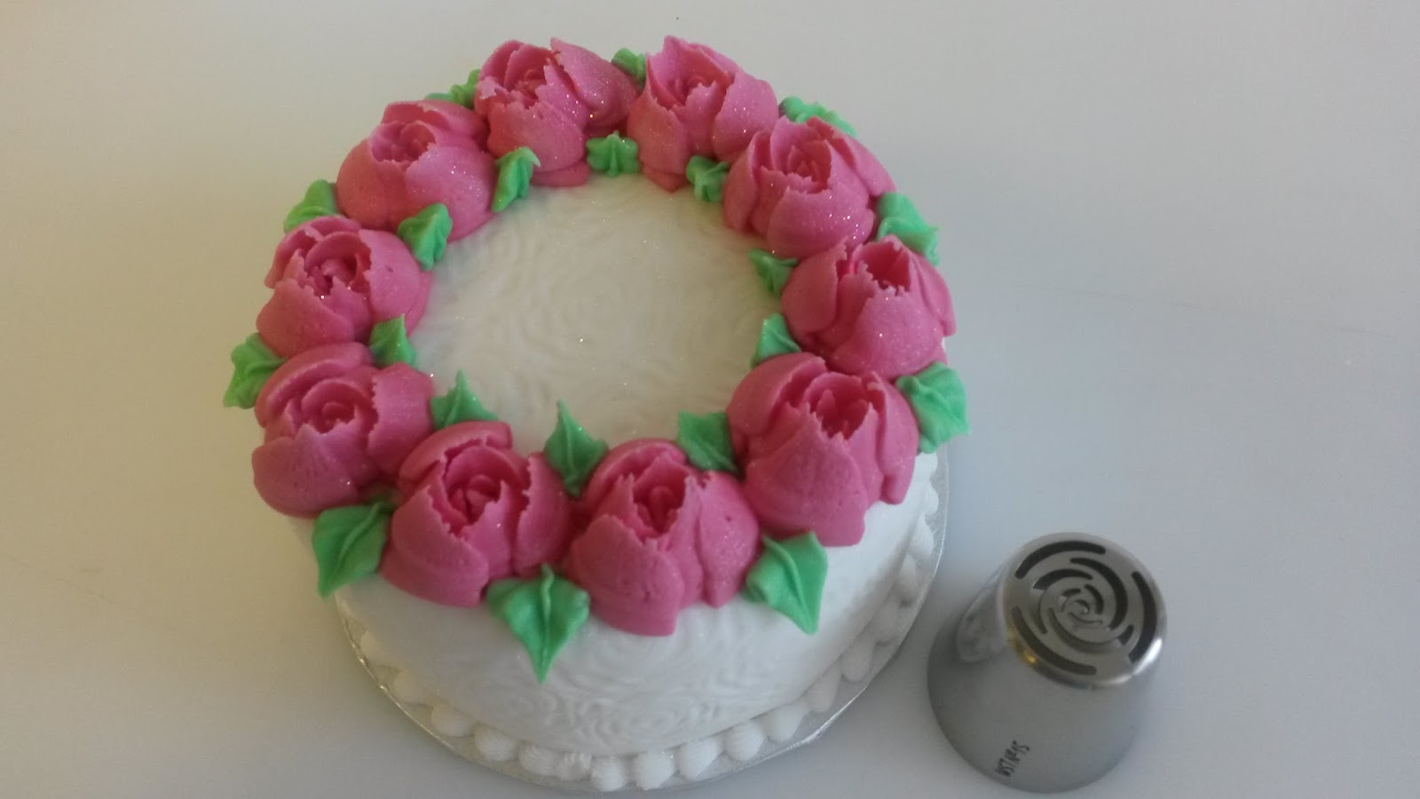 Almond Art Cake Decorating : Almond Art: Easy Rose!
