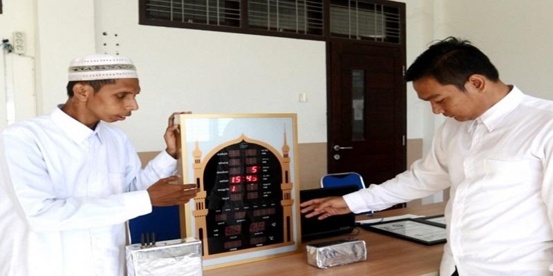 Keren, Mahasiswa Aceh ini Temukan Alat Yang Bisa Matikan Sinyal Hp Di Masjid