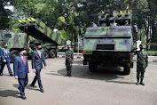 Presiden dan Ibu Negara Lihat Pameran Alutsista di Depan Istana Merdeka