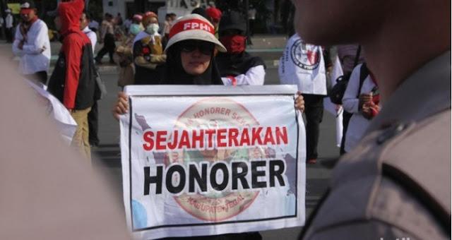 Menteri Ketenagakerjaan Ida Fauziyah mengatakan, pegawai non PNS atau honorer ini juga mencakup guru honorer.