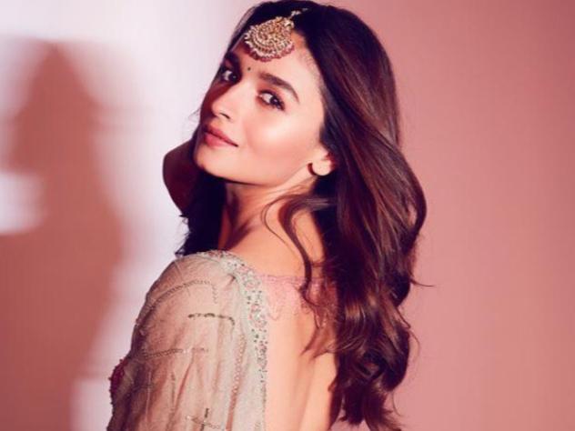 alia bhatt hairstyle photos | आलिया भट्ट हेयर स्टाइल