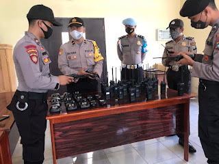 Demi Kelancaran Komunikasi, Sitipol Polres Lingga melakukan Pengecekan dan Perawatan alkom HT