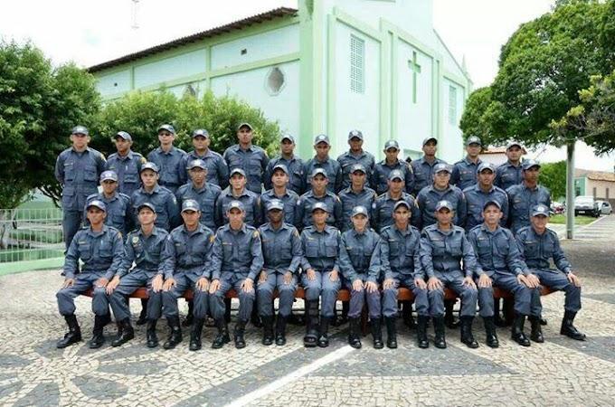 COMANDANTE DO 16° BPM PARABENIZA OS POLICIAIS MILITARES POR 5 ANOS DE INCLUSÃO NA CORPORAÇÃO
