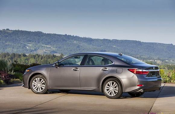 2016 Lexus ES 350 Review